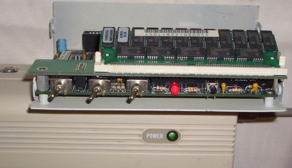 Offene SuperCPU an einem C64G.