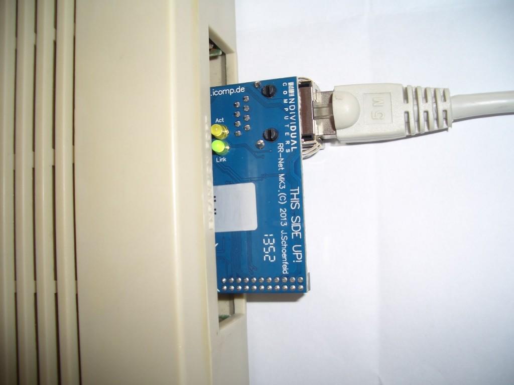 RR-Net MK3 als Modul am C64.