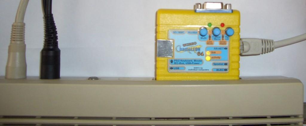 Das Turbo Chameleon am C64 mit dem Netzwerk verbunden.