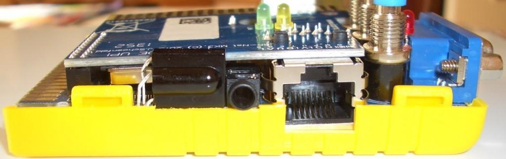 ...sitzt es leicht schief im Turbo Chameleon 64.